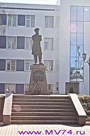 Памятник А.Умнову, основателю Ашинского металлургического завода