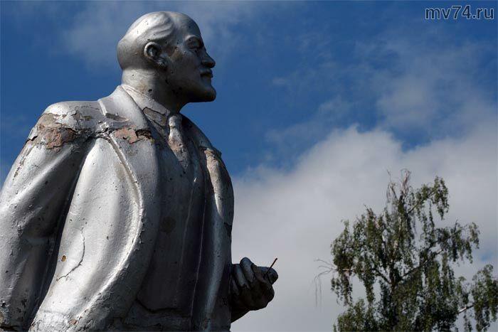 памятник Ленину в селе Еткуль Челябинской области