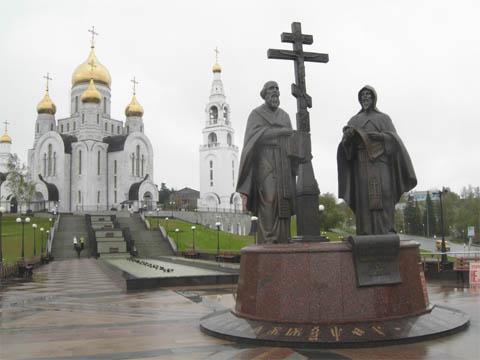 Ханты-Мансийск, памятник Кирилу и Мефодию
