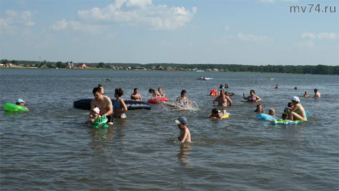 Пляж на озере Шеломенцево