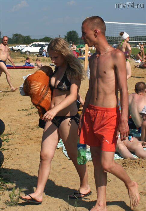 На платном пляже