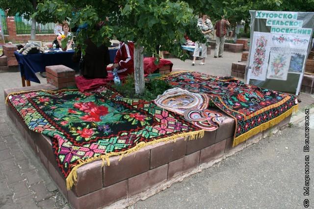 Вышитые ковры на Увельском